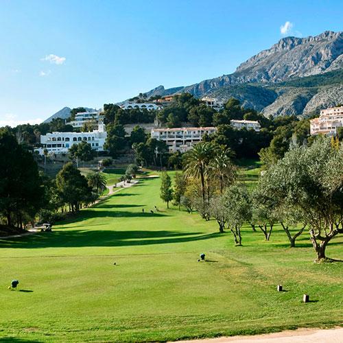 Altea Golf Club - ENTRE EL MAR Y LA MONTAÑA Situado en el término de Altea, a 15 minutos de Calpe y Benidorm.